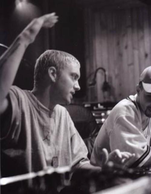 Друзья, супер. Всем советую скачать Eminem Ft. Stat Quo - Atlanta On Fi
